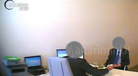 ufficio delle entrate rimini filmato con una mazzetta in mano revocati i domiciliari