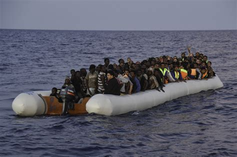 inflatable boats for sale in turkey high quality refugee boats for sale on chinese website