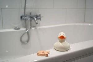 bathtub resurfacing reviews how to refinish your old bathtub