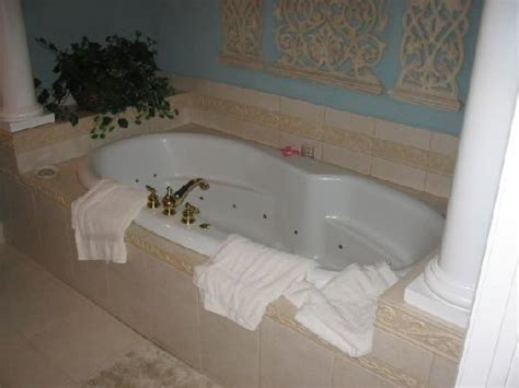 hotels with bathtub for two the wildwood inn prices hotel reviews denton tx