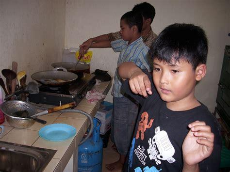 Indahnya Bersama Mereka rumah autis kita peduli mereka mandiri adu seru goreng pisang vs panen jagung