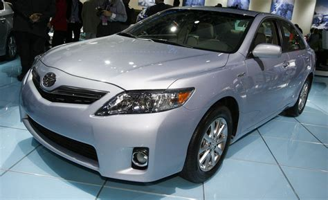 2010 Toyota Camry Hybrid Car And Driver