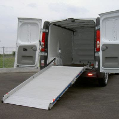 pedane per furgoni le pedane di carico per furgoni firmate cerutti