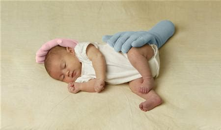 mother's angst spawns preemie pillow business | reuters