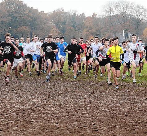 est enfin parti pour les cadets et les juniors 14102016 cross country 2 200 crossmen dans la boue 224 carhaix