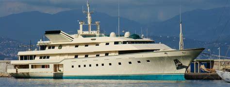 donald trump yacht donald trump his crazy us 100 000 000 superyacht jets