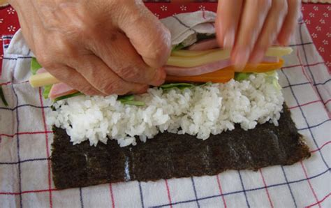 Rolling Sushi Without A Mat by A Sushi Roll Bento Plus How To Make Sushi Rolls Without A