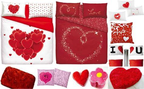 immagini innamorati a letto casa romantica per san valentino