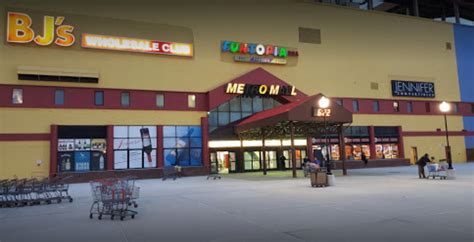 metro mall middle village queens  york city shopping