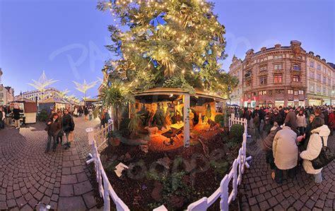 wiesbaden weihnachtsmarkt weihnachtsbaum und krippe