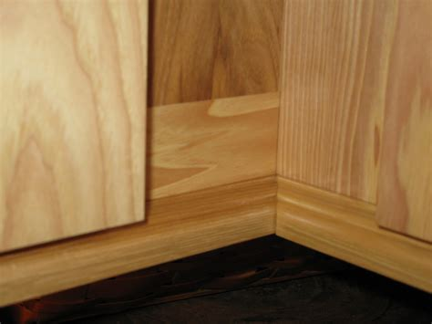 Cabinet Light Rail Moulding by Installing Molding For Cabinet Lighting A Concord