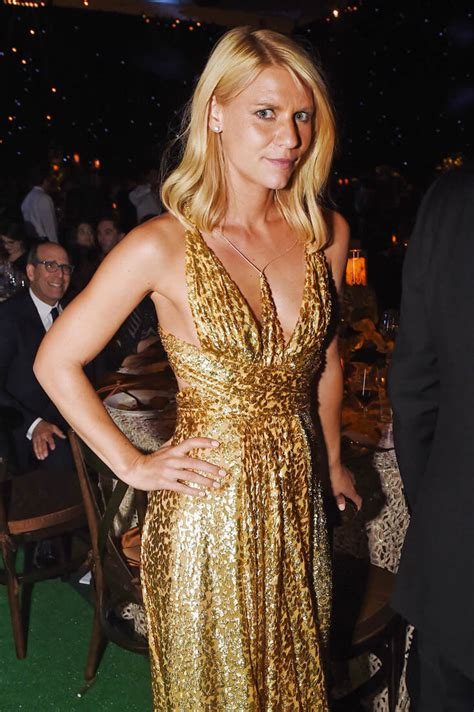 claire danes theatre claire danes s terrible spray tan at the 2016 emmy awards