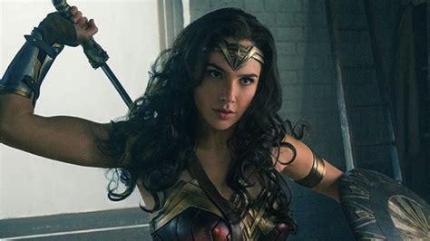 film gal gadot terbaru gal gadot shares wonder woman teaser for second trailer