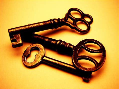 gold key wallpaper old keys i always thought skeleton keys were cool 1 23