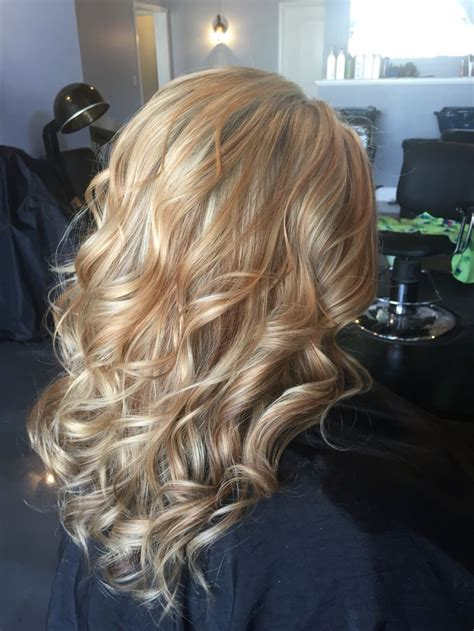 white hair with lowlights glasgow 25 best ideas about blonde caramel highlights on