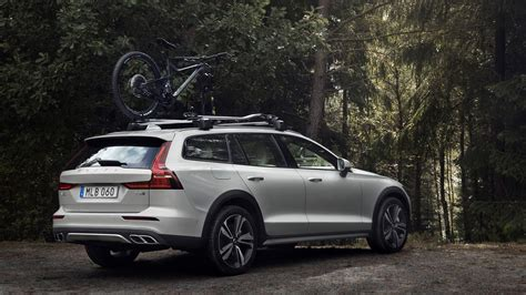 Volvo Wagon 2020 by 2020 Volvo V60 Cross Country Is Proof Suvs Aren T Always