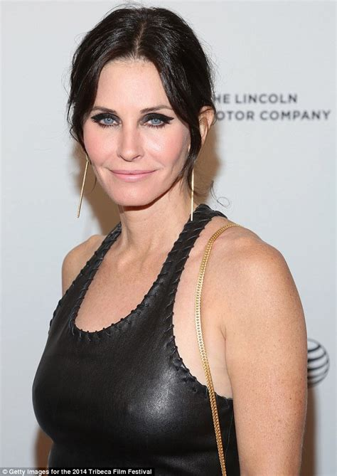 courteney cox stuns at just before i go premiere at