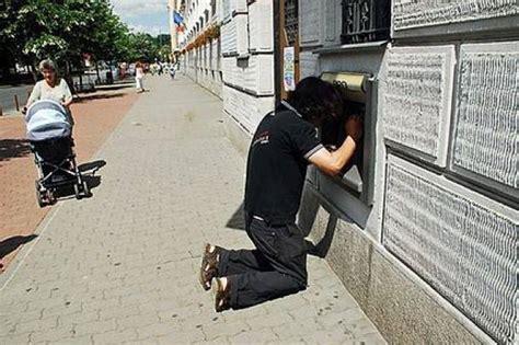 banche italiane in romania romania la candid bancomat foto viaggi
