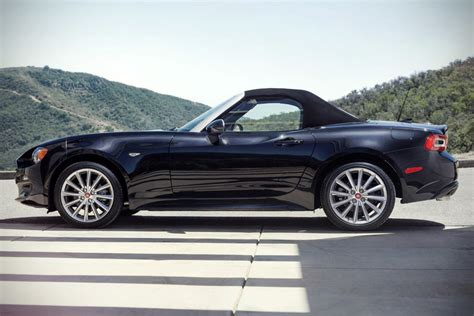 fiat roadster fiat unveils 2017 fiat 124 roadster destined for u s