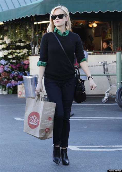 Reese Witherspoons New Look by Reese Witherspoon Cuts Hair Into Bob For Fresh New