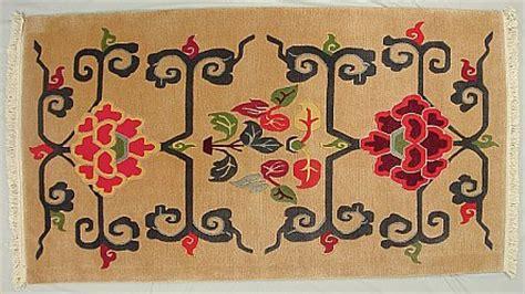kopfteil lotus blumenmuster und traditionelle tibet teppiche artelino
