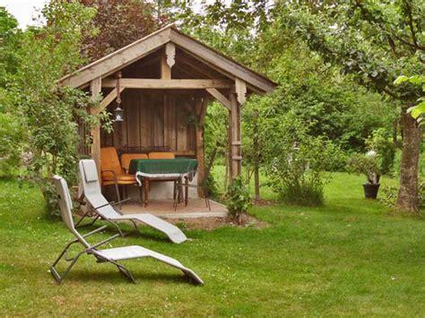 garten mit pavillon ferienwohnung stadler bayerischer wald nationalpark