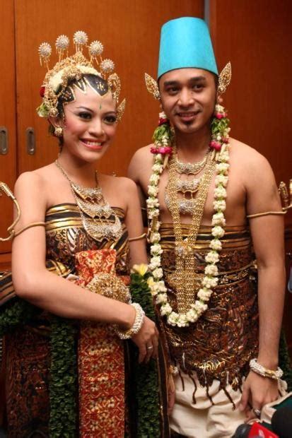 Baju Resepsi Jawa wedding organizer pesta pernikahan adat jawa gaya yogyakarta