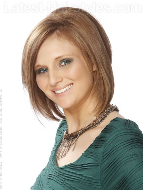 22 sexy and flattering short hairstyles for women over 40 teased bob hairstyle with layers side view