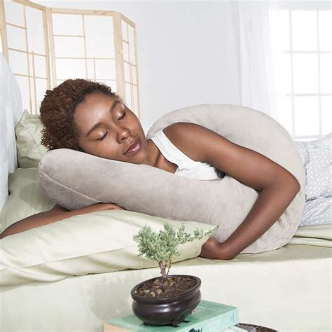 what happens when you sleep without a pillow my pillow place best pillow for side sleeper reviews buying guide