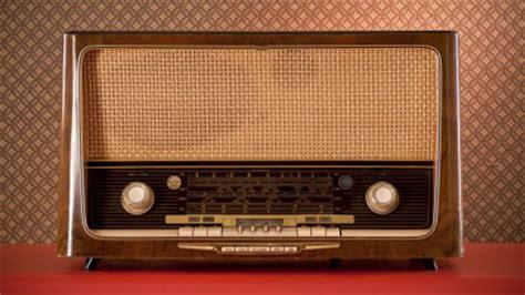histoire de la radio fran 231 aise point du jour ici radio