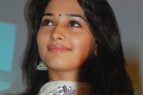 tamanna heroine ka photo chahiye birthday wishes to actress tamanna extramirchi