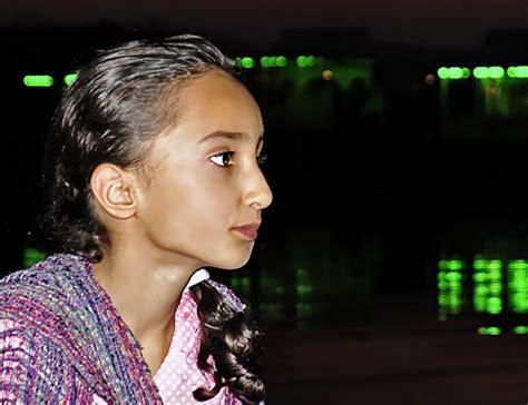 Mädchen aus Kashmir. Iram Nabi ist 8 jahre alt. Fotos aus ...