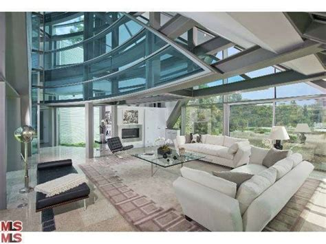 justin bieber living room bieber living in glass house hide the stones and eggs