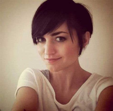 i like this cut with short bangs and longer lawyers right pixie haircut with long bangs the best short hairstyles