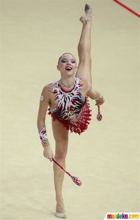 foto aksi memukau  atlet cantik  kejuaraan dunia
