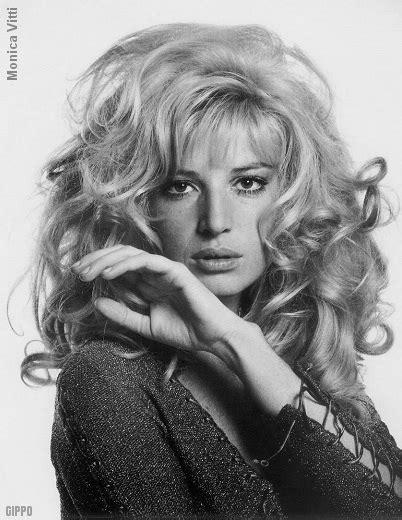 hairdo in 1969 hairstyle years 60 s 70 s girls women vintage fashion