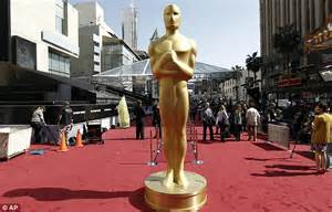 Im In Los Angeles For The Oscars by Oscars 2012 Elton And Madonna Battle It Out For Best