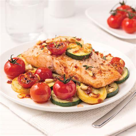 cuisine saumon filet de saumon et l 233 gumes en papillote recettes