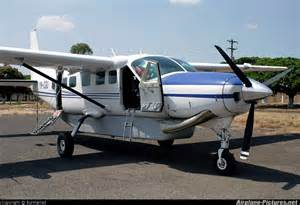 tiny planes traveling from us to little corn island danielle s dives