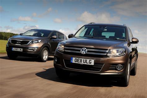 Kia Volkswagen by Volkswagen Tiguan Vs Kia Sportage Tests Auto Express