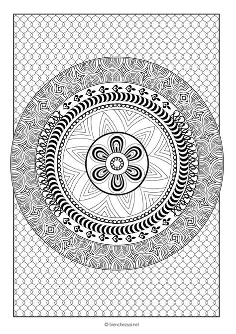 Coloriage mandala rond, dessin anti-stress gratuit pour adulte