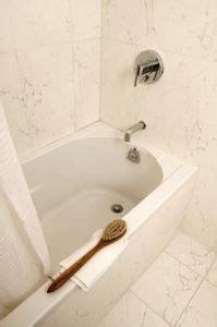 cleaning fiberglass bathtub how to clean a yellowing fiberglass tub bathtubs tubs
