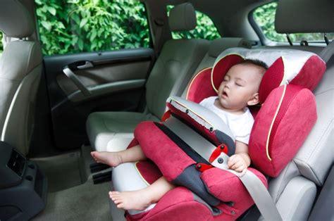 Kursi Bayi Di Mobil tidak aman kebiasaan memangku bayi di mobil gridoto