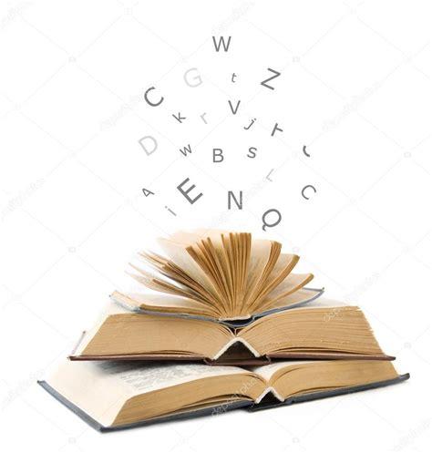 libros web html imagenes libros abiertos aislados en blanco y letras volando