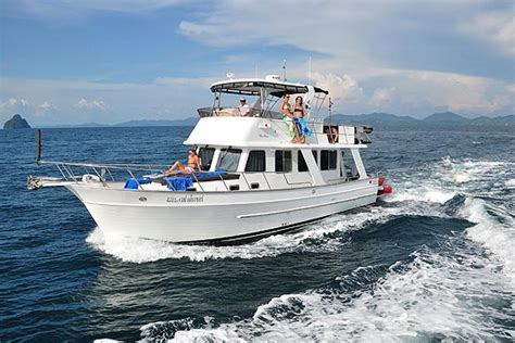 tekne nz 44ft motor yacht quot wave dancer quot boat charter in phuket