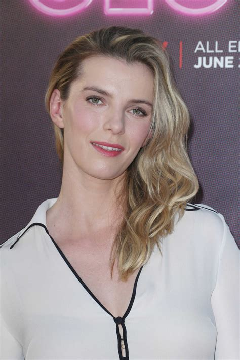 betty gilpin   glow tv show premiere  los angeles celeb donut