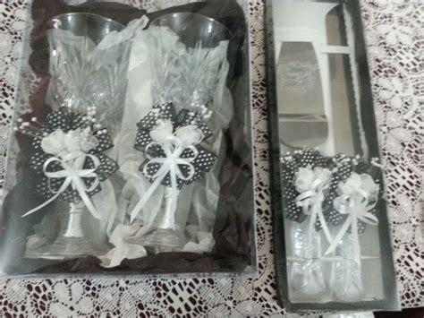Copas y pala y cuchillo para la boda   cubierto para torta