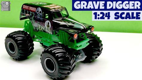 monster trucks youtube grave digger grave digger monster jam 1 24 monster trucks youtube