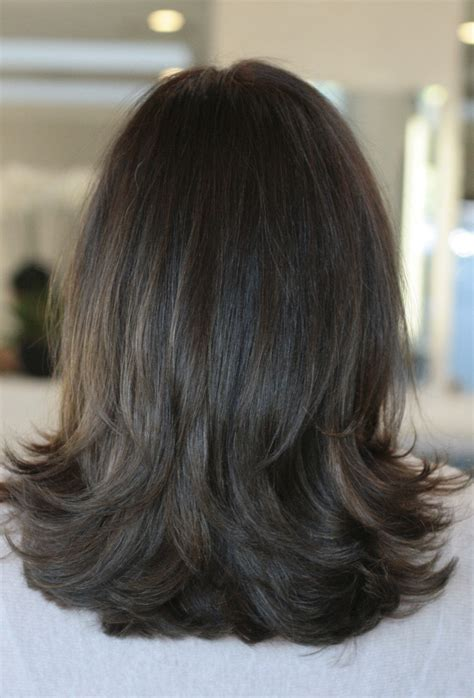 mid length hair styles layers back view medium layered hair back view www pixshark com images