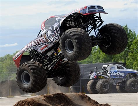 videos de monster truck 4x4 monster truck monster truck trucks 4x4 wheel wheels gf